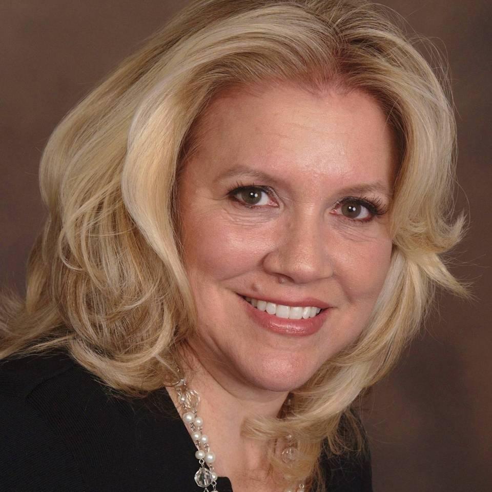 Ellen J Truschel